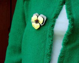 Jedinečná ručne brúsená a leptaná brošňa - slnečnica