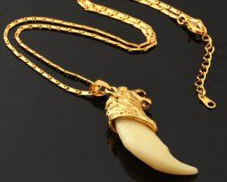 Luxusný prívesok s motívom vlka pozláteného 18K zlatom