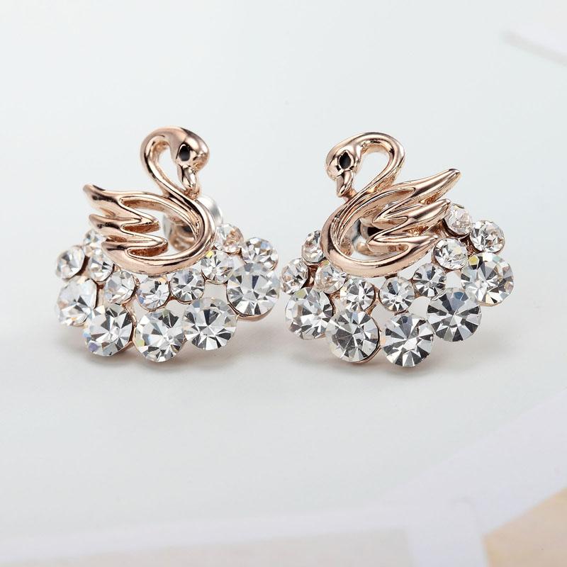 Luxusné náušnice v tvare zlatých kryštálových labutí  2aaaece5b2c