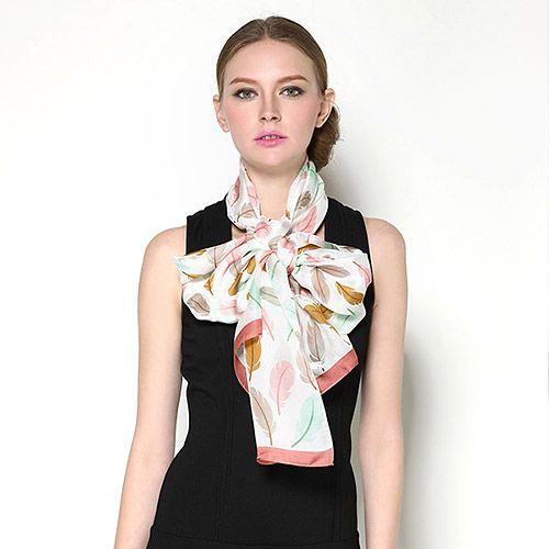 Elegantný dámsky hodvábny šál s motívom farebného peria  b8f8d1aef5e