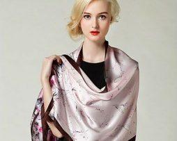 Elegantný dámsky hodvábny šál s motívom ružových kvetov (2)
