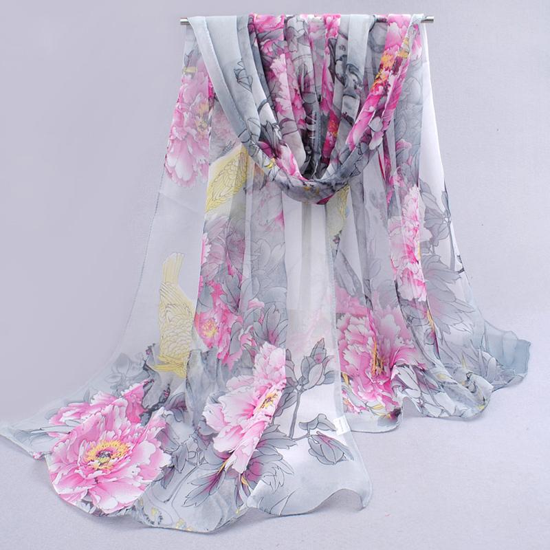 Elegantný šál so vzorom kvetín v šedej farbe  6d9ed32b5d8