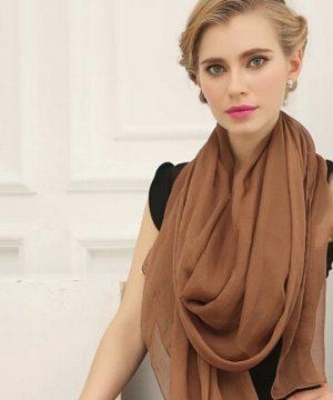 Luxusný elegantný šál v hnedej farbe