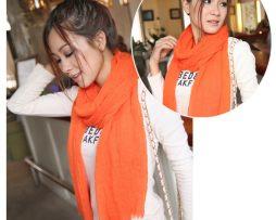 Elegantný šál z bavlny a kašmíru v svetlo pomarančovej farbe