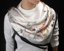 Nádherná dámska šatka s motívom kvetín v čierno-bielej farbeNádherná dámska šatka s motívom kvetín v čierno-bielej farbe