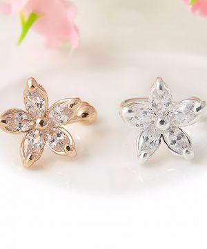 Rozkošná piercing náušnica v tvare kvetinky