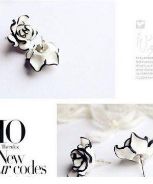 Luxusné náušnice v tvare čierno-bielej ruže