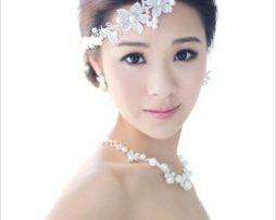 Luxusný ornament do vlasov v striebre s perlami a kryštálmi