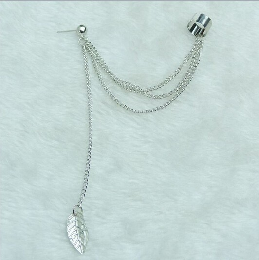 Luxusná piercing náušnica s visiacim lístkom