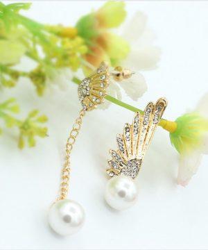 Luxusné náušnice v tvare krídla v zlatej farbe s perlami