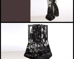 Luxusná hodvábna šatka s čierno-bielym vzorom