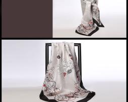 Luxusná hodvábna šatka s kvetinovým vzorom