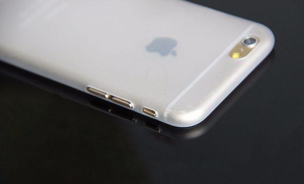 Farbený silikónový obal na iPhone