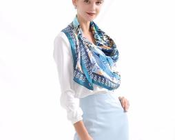 Vysoko kvalitná hodvábna šatka s moderným námetom 90 x 90 cm