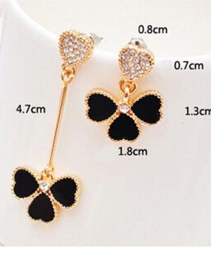 Luxusná piercing náušnica so srdiečkami v zlato-čiernej farbe