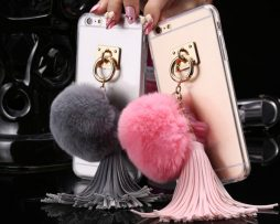 Luxusný tvrdý obal na iPhone s huňatým príveskom