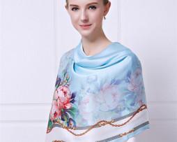 Elegantná hodvábna šatka s kvetmi 110 x 110 cm