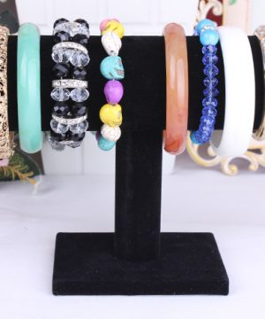 Zamatový stojan na šperky a hodinky - čierny