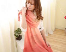 Elegantný šál v krémovo - červenej farbe