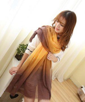 Elegantný šál v pomarančovo-hnedej farbe