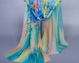 Elegantný šál v pestrých farbách