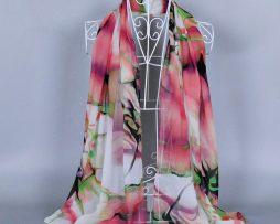 Elegantný šál s farebným abstraktným motívom