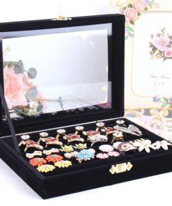 Luxusná šperkovnica so zamatovým povrchom