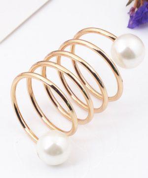 Zlatá ozdoba na šatku s perlami
