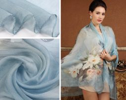 Exkluzívny veľký hodvábny šál v svetlo modrej farbe