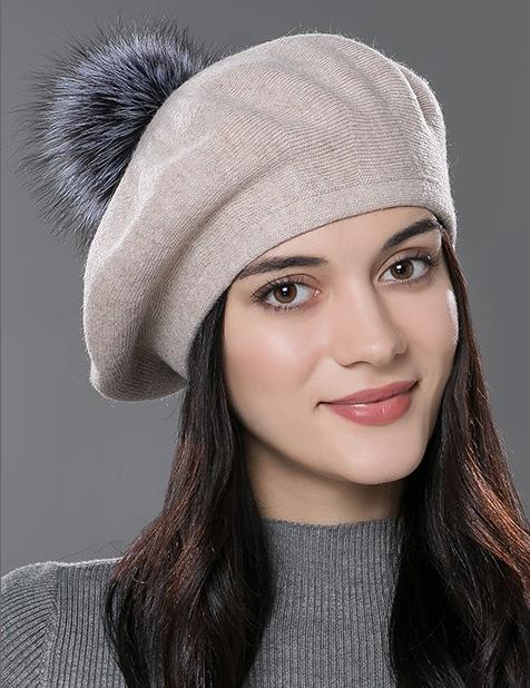 Dámska baretka so vzorom z kašmíru a bavlny s brmbolcom