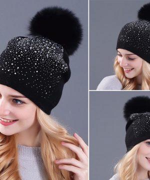 Kvalitná bavlnená čiapka pre dámy s brmbolcom