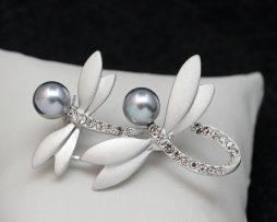 Luxusná brošňa s perlami a kryštálmi - vážky