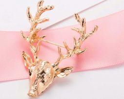 Luxusná brošňa v tvare zlatej hlavy jeleňa