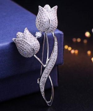 Luxusná brošňa v tvare dvoch spojených tulipánov