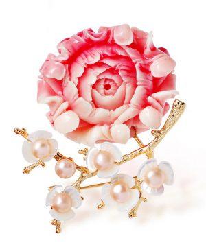 Luxusná prepracovaná brošňa v tvare kvetiny s perlami