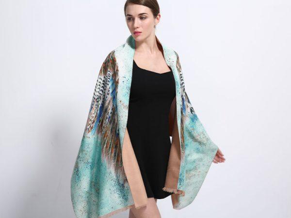 Luxusná dámska šatka z kašmíru so vzorom vtáčich krídel