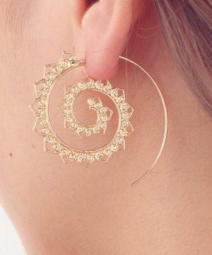 Luxusné naušnice v tvare špirálového kruhu,ozdobené miniatúrnymi srdiečkami