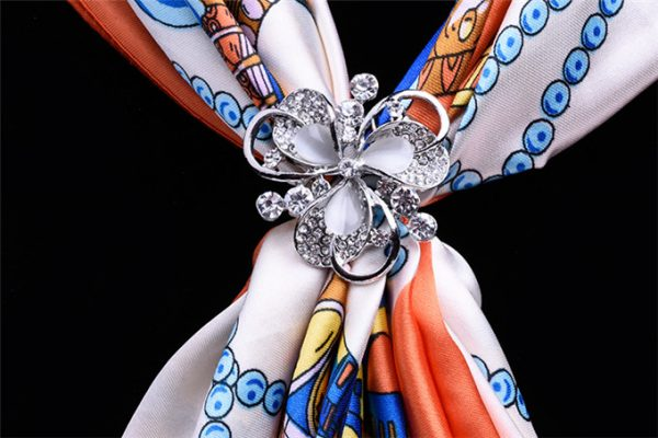 Luxusný trojprstenec v tvare kvetu s kryštálikmi