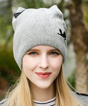 10d410fae Dámska čiapka s uškami a mašličkou v rôznych farbách · Luxusné a ...