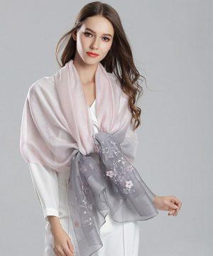 Elegantná dámska šatka s kvietkami