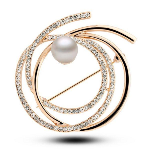 Elegantná zlatá brošňa v tvare kruhov s bielou perlou