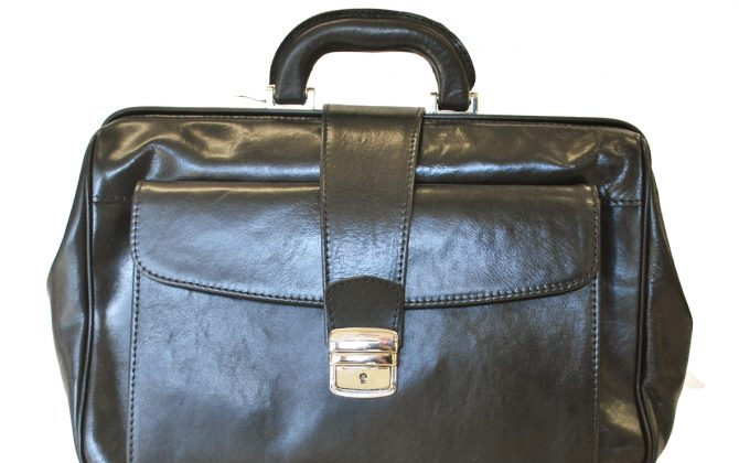Kožený pracovný doktorský kufrik č.8022 v hnedej farbe