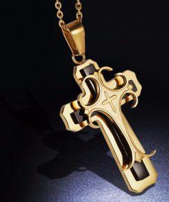 Luxusný prívesok v tvare kríža v zlato-čiernej farbe