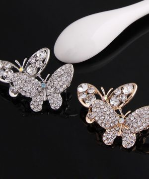 Elegantná brošňa v tvare dvoch krásnych motýľov v striebornej a zlatej farbe