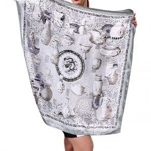 239063ecbf03 Elegantná dámska šatka s jedinečným vzorom v striebornej farbe