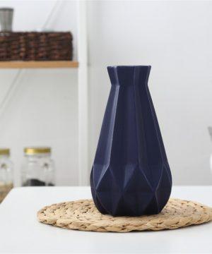 Elegantná porcelánová váza v štyroch rôznych farbách, veľká