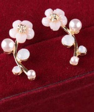 Elegantné jednoduché naušnice v tvare kvetu s kryštálikom a perlami