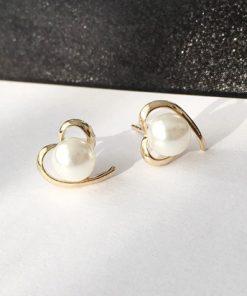 Elegantné naušnice v zlatej farbe v tvare srdca s perlou