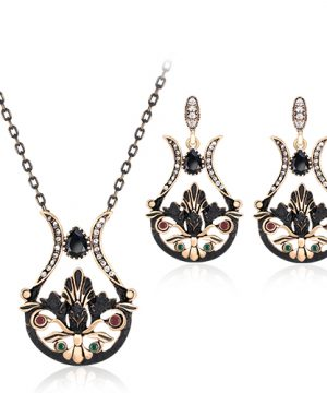 Elegantný šperkový set - naušnice + náhrdelník, vo vintage štýle v čierno-zlatom prevedení