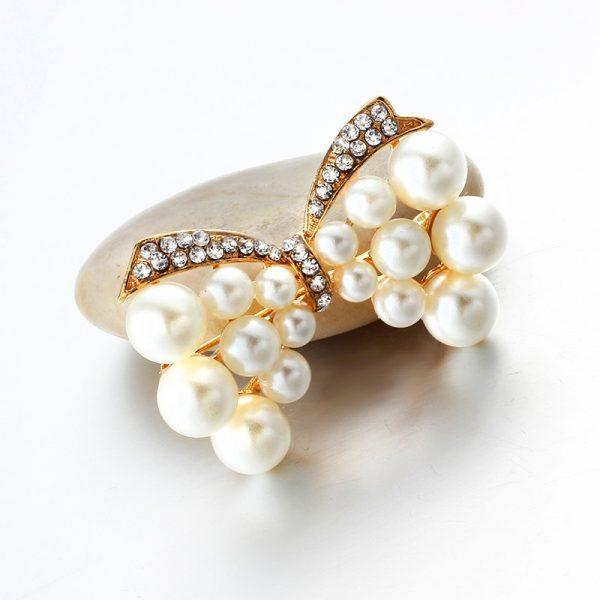 Luxusná brošňa v tvare motýlika s kryštálikmi a perlami